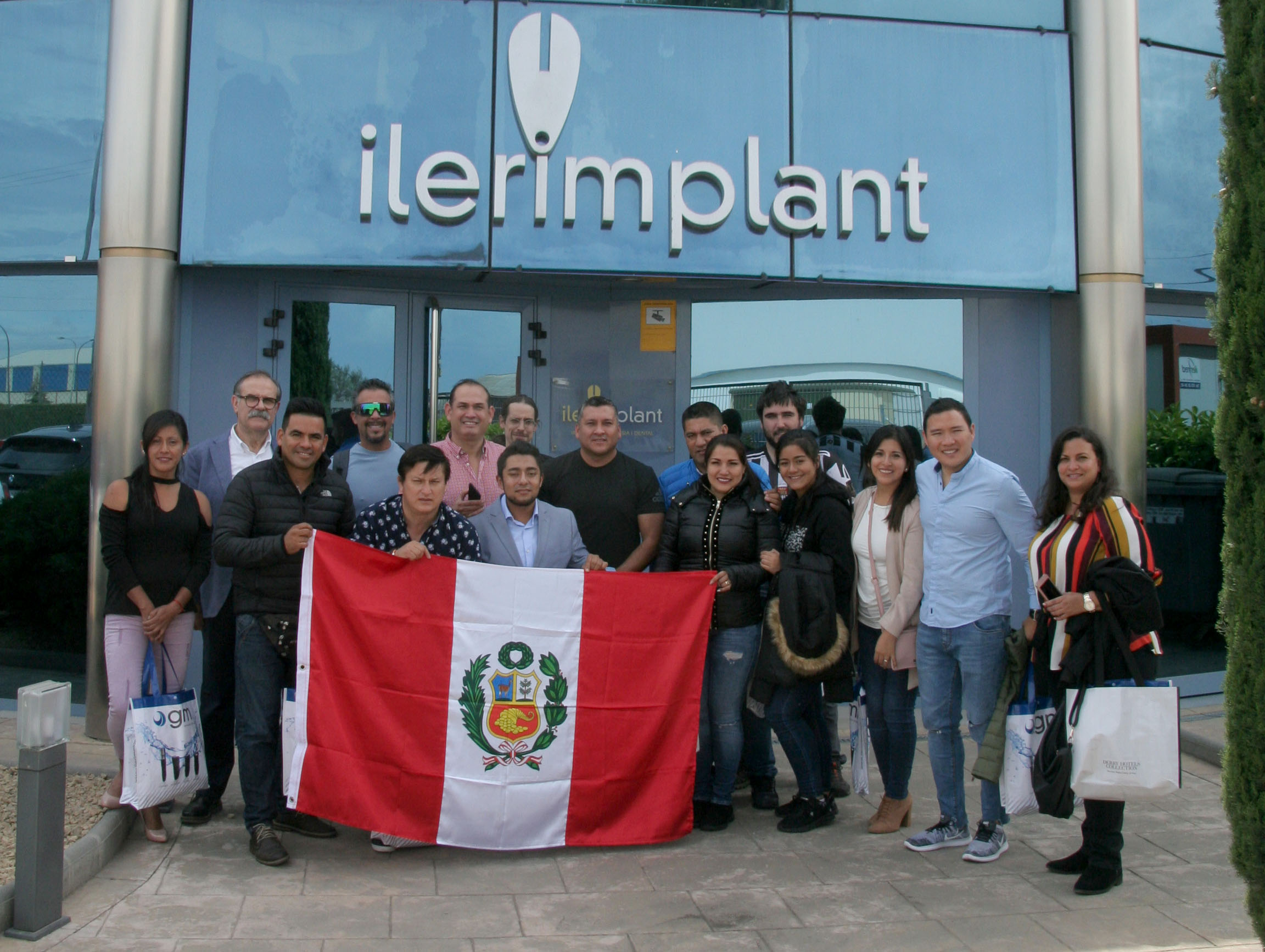 Ilerimplant receives a group of odontologists from Peru